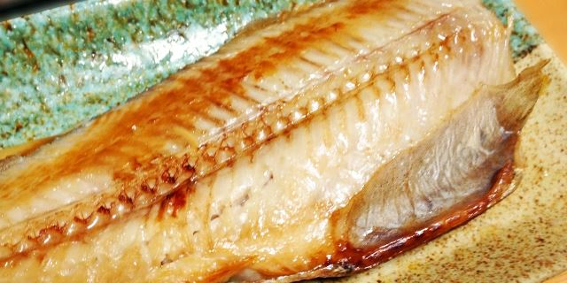 半手作り食に焼き魚